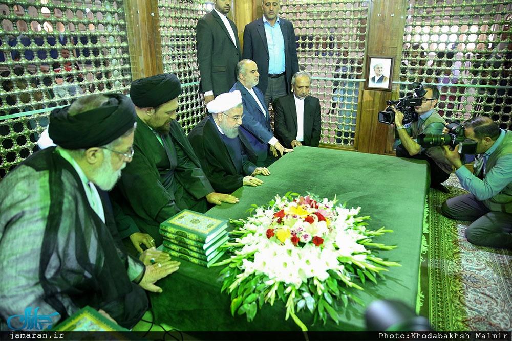 عکس/حضور حسن روحانی و سیدحسن خمینی بر سر مزار آیتالله هاشمی