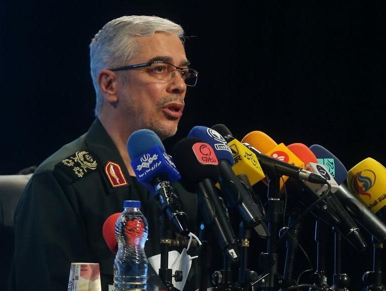 سرلشکر باقری: بمبی که به خودروی سردار سلیمانی زدند تا 30 سانتی متر در فولاد فرو میرفت / با این بمب تجهیزات زرهی را میزنند
