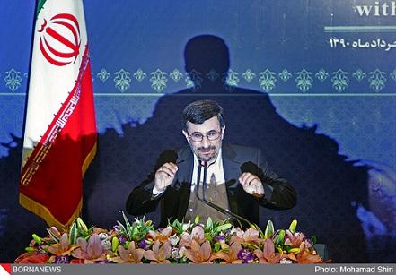 عکس احمدی نژاد و سایه پشت سرش