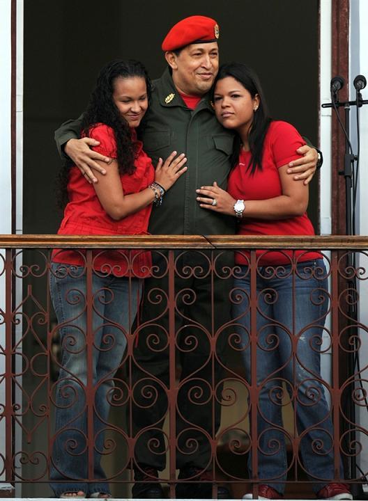 عکس چاوز و دخترانش