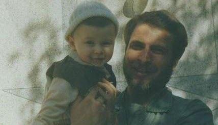 تصویر: الیاس قالیباف در آغوش پدر