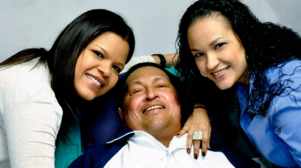 پخش نخستین تصاویر از چاوز در کنار دو دخترش