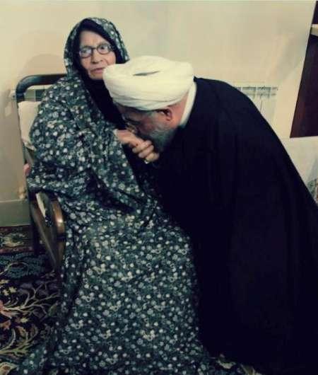 مادر دکتر روحانی: شیخ حسن هر روز به من زنگ می زند