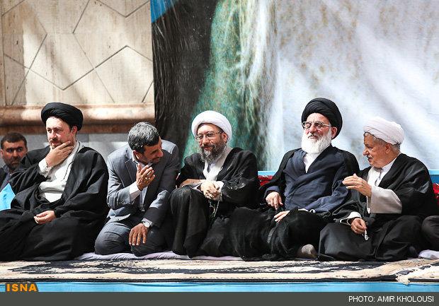 عکس/احوالپرسی احمدی نژاد و هاشمی در حرم امام