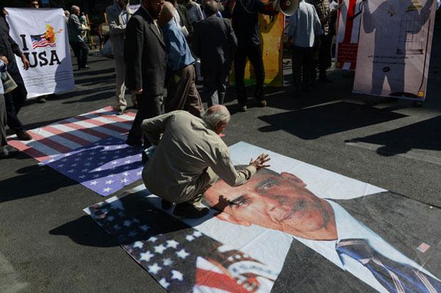 عکس نیویورک تایمز از نماز جمعه دیروز تهران