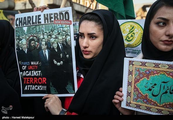 تصاویر : تجمع مقابل سفارت فرانسه در اعتراض به هتک حرمت پیامبر(ص)