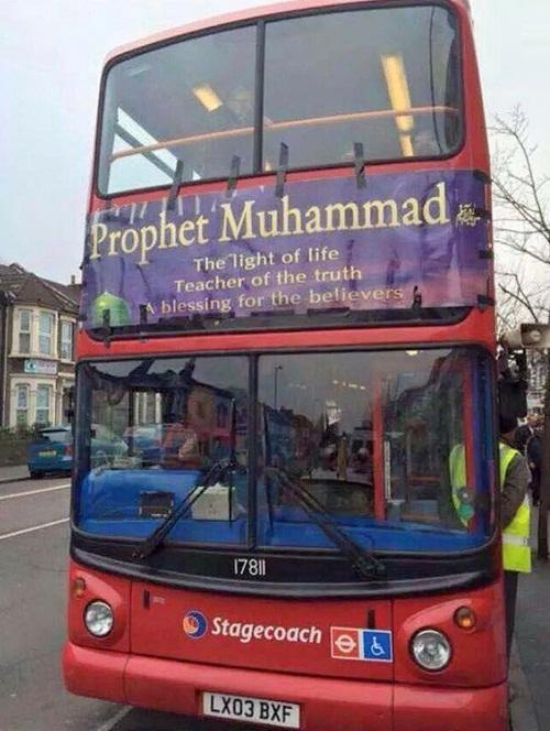عکس : بنر پیامبر رحمت بر اتوبوس های لندن