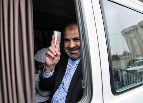تصاویر : بازگشت دیپلمات ربوده شده به کشور