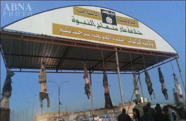 جنايت هولناک جلاد داعش در حويجه/ خوش آمدگويي داعش با اجساد قربانيان