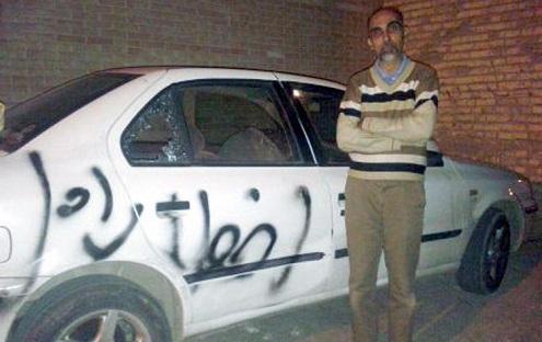 خودروی وکیل علی مطهری هم در شیراز با آجر تخریب شد/ با اسپری روی اتومبیل نوشته بودند: «اخطار اول» ! + تصویر