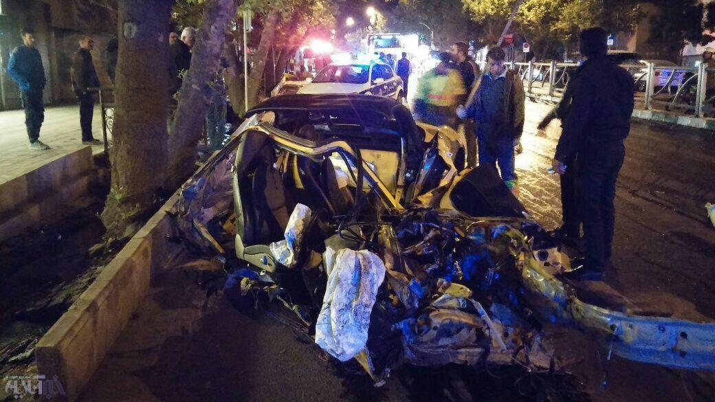 پورشه لهشده پسر امیر قلعهنویی بعد از تصادف با درخت و فوت یک نفر