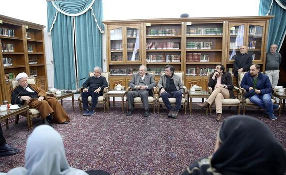 تصاویر : دیدار جمعی از هنرمندان با آیتالله هاشمی