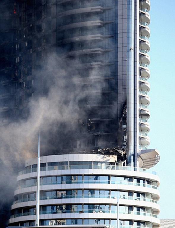 تصاویر : آتش سوزی در هتل 63 طبقه دوبی