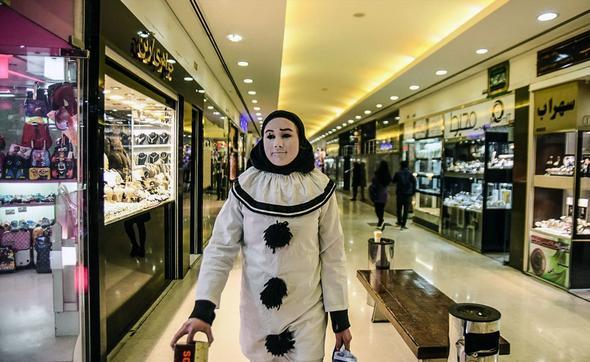 تصاویر : دختر جهانگرد به ایران رسید