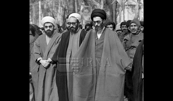 تصاویر :  نخستین نماز جمعه به امامت مقام معظم رهبری