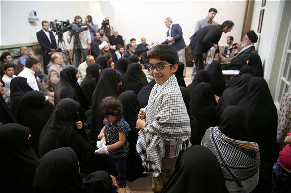 تصاویر : دیدار خانوادههای شهدای مدافع حرم با رهبر معظم انقلاب
