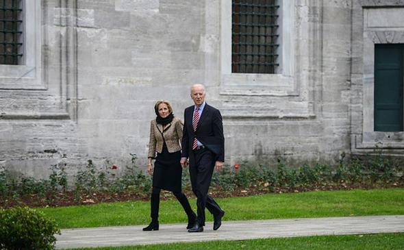 تصاویر : جو بایدن و همسرش در مسجد