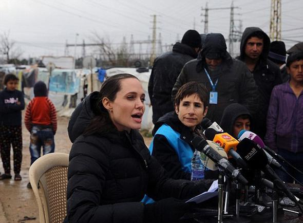 تصاویر : آنجلینا جولی در کمپ آوارگان سوری