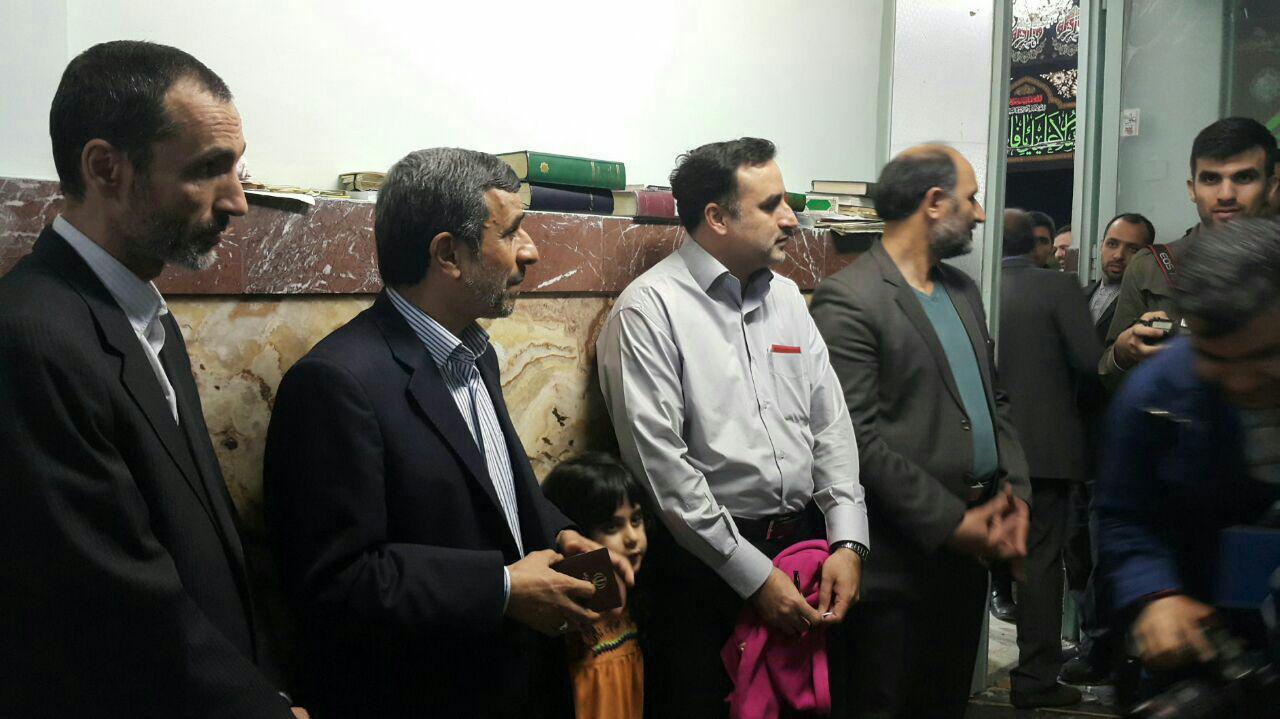 احمدی نژاد و معاونش در صف رای/ عکس