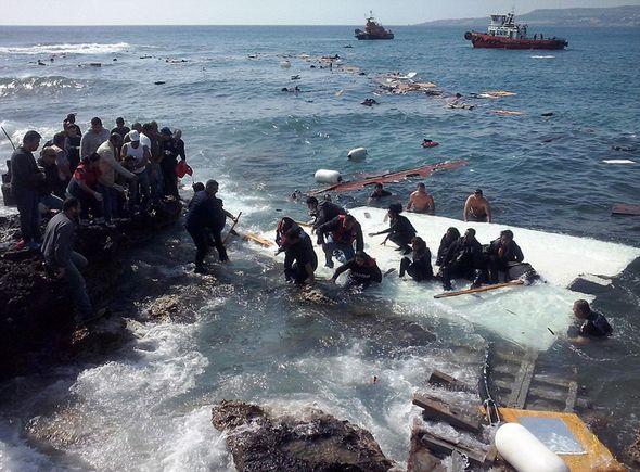 تصاویر : غرق شدن قایق مهاجران در یونان