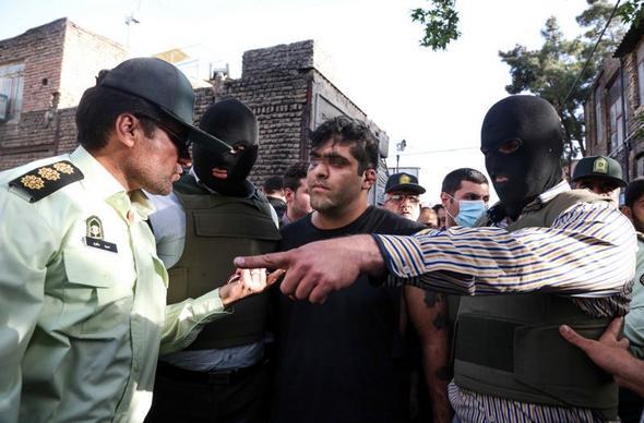 تصاویر : بازسازی صحنه قتل پسر جوان در شرق تهران
