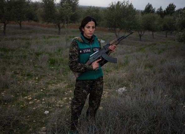 تصاویر : عکاس زن ایرانی در پادگان زنان کرد