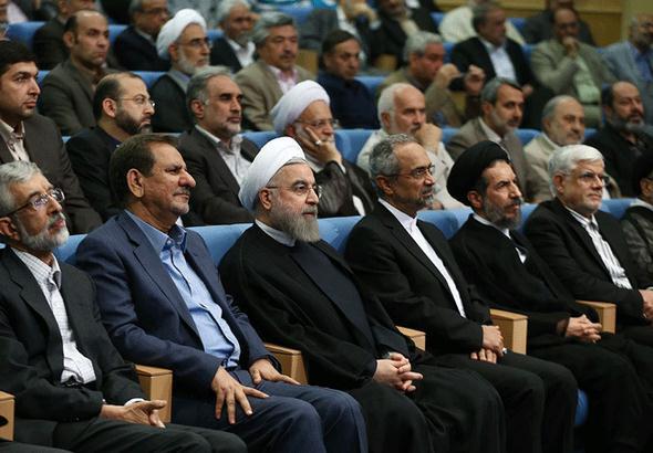 تصاویر : ضیافت افطار روحانی با فعالان سیاسی