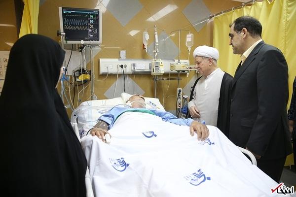عیادت آیت الله هاشمی از دبیر کمیسیون حقوقی دبیرخانه مجمع
