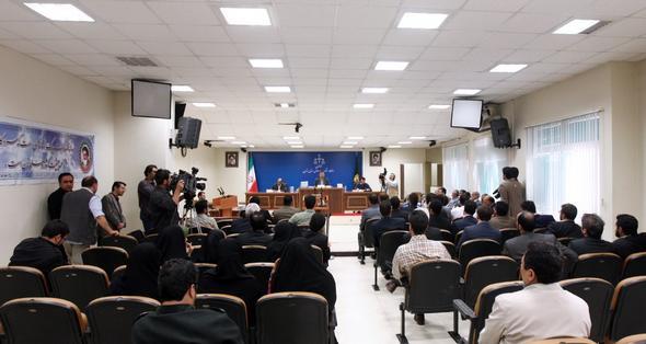 تصاویر : اولین جلسه دادگاه علنی میلیاردر نفتی