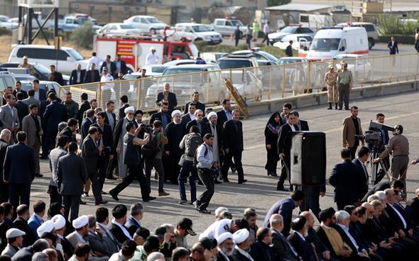 تصاویر : استقبال مقامات و مسئولان از جانباختگان منا