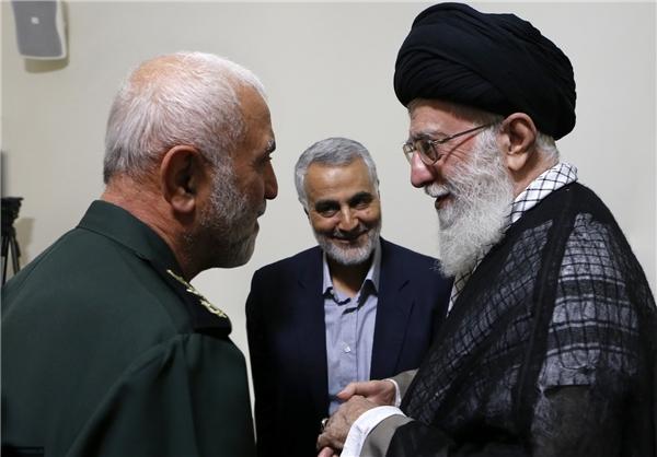 عکس: رهبرانقلاب، حاج قاسم و سردار همدانی در یک قاب