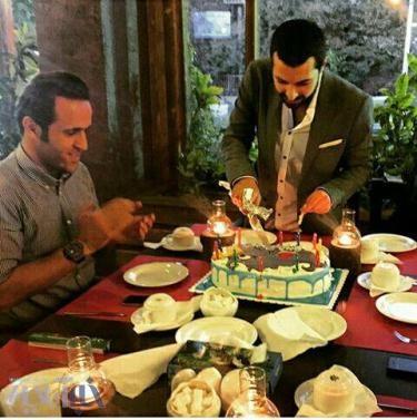 عکس: علی کریمی در جشن تولد یک بازیگر