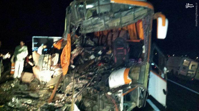 عکس/ برخورد مرگبار اتوبوس با کامیون