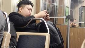 کیم جونگ اون در متروی شیکاگو + تصاویر