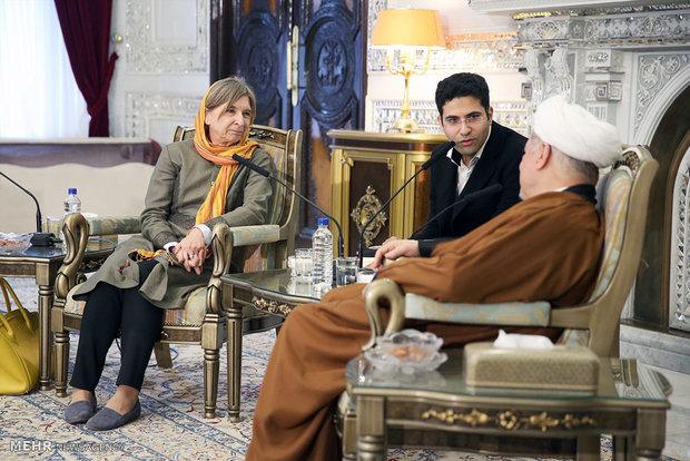 پوشش بانوی نماینده دانشگاه اسلوی نروژ در دیدار با هاشمی