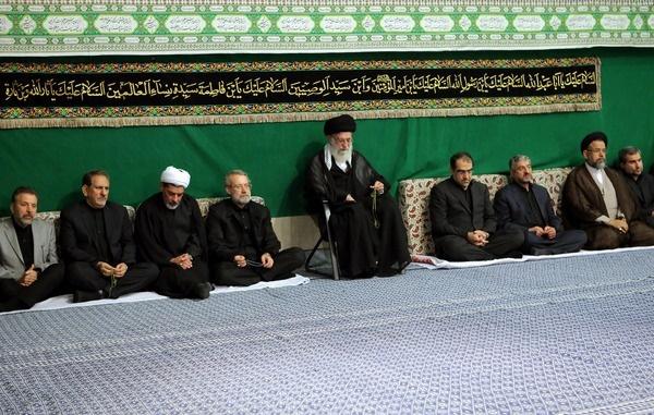 شعار تندروها هنگام ورود علی لاریجانی به بیت رهبری ؛ «امان نامه برجام؛ تلاش بی سرانجام»/ این افراد، شب گذشته هنگام ورود رییس جمهور شعار داده بودند
