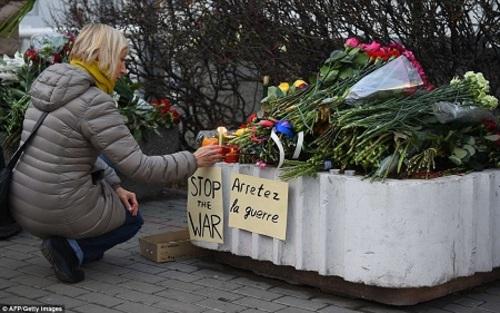 تصایر: وداع پاریسیها با عزیزانشان