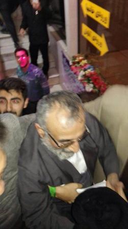 حمله افراطی ها به موسوی لاری در ورامین + عکس