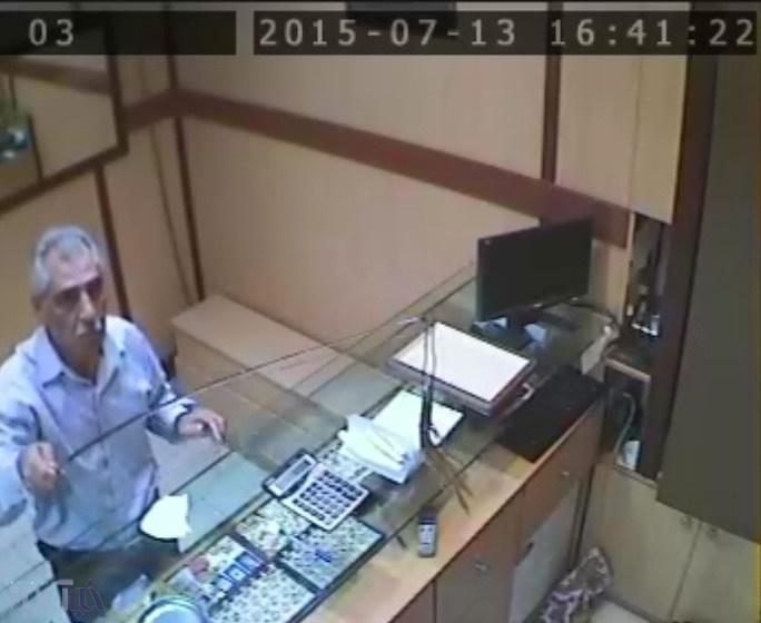 دزد طلافروشی در خیابان ستارخان را شناسایی کنید + عکس
