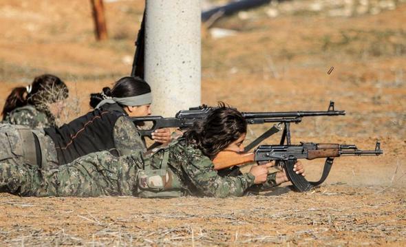 تصاویر : زنان پیشمرگه در خط مقدم مبارزه با داعش