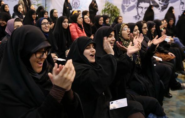 تصاویر : میزبانی پرتنش دانشجویان از روحانی در روز دانشجو
