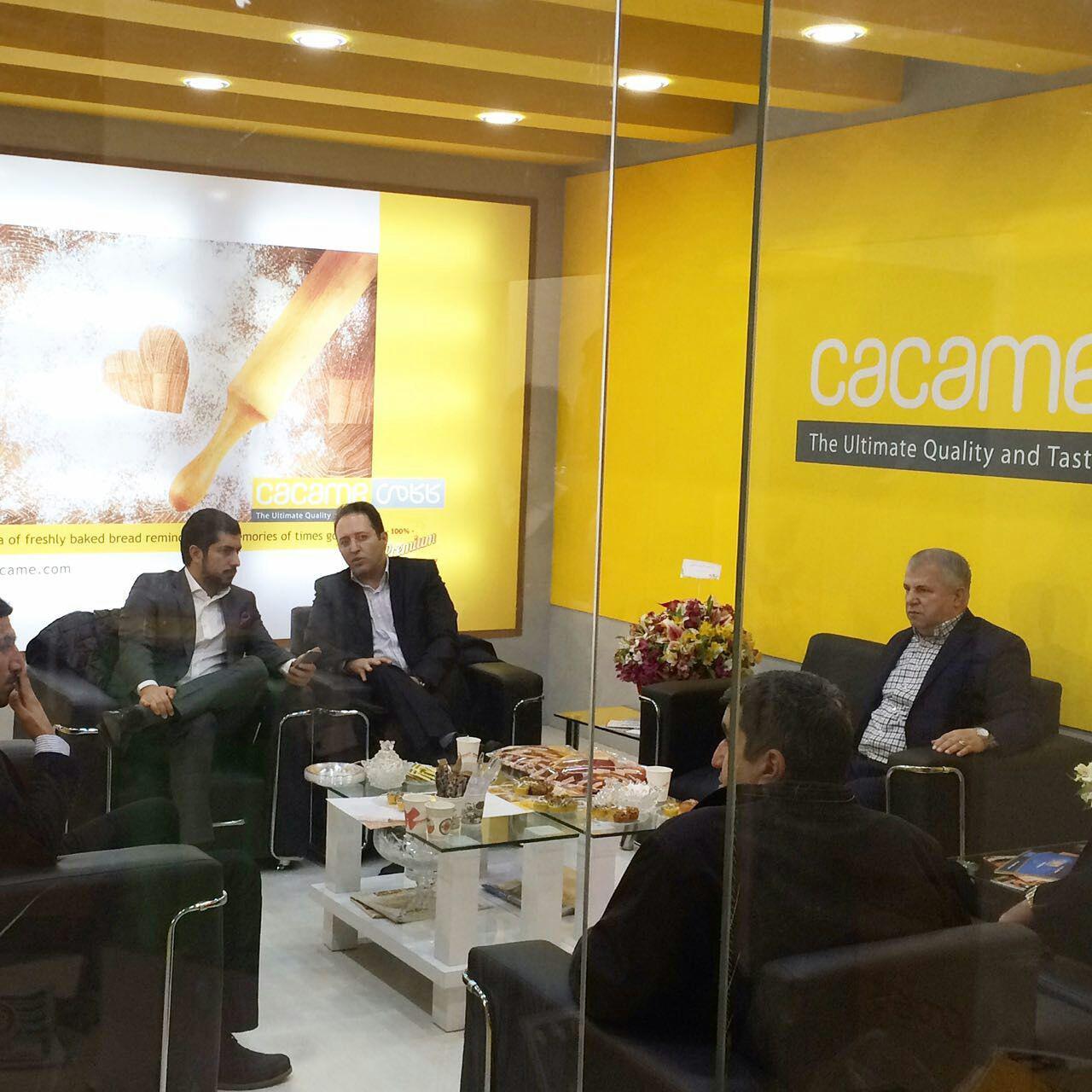 دادکان و سلطان در غرفه نان محمد پروین + تصاویر