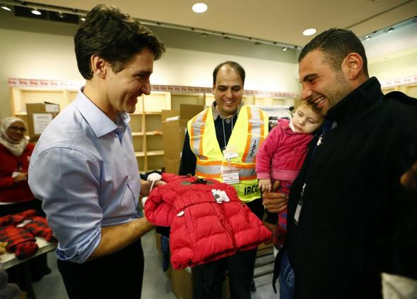 تصاویر : استقبال گرم نخست !!! کانادا از پناهجویان