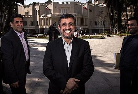 احمدی نژاد این روزها مشغول کشف ترفندهای نفوذ استکبار است / «دکتر» برنامه ای برای مجلس و ریاست جمهور�