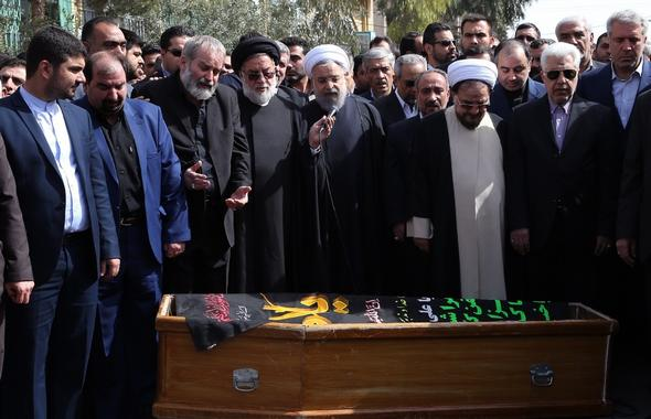 تصاویر : مراسم تشییع پیکر مادر همسر روحانی