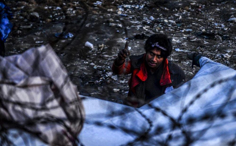 تصاویر : توزیع پتو برای معتادین مواد مخدر