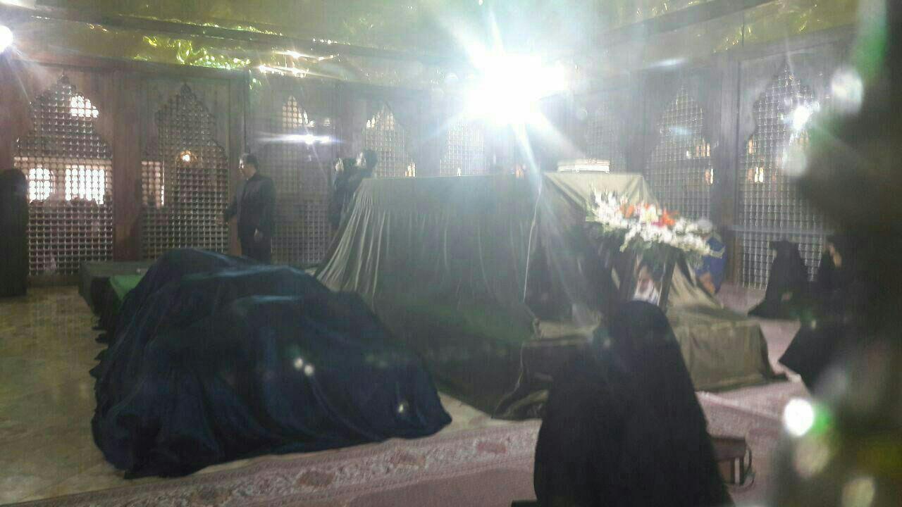 عکس/بیت مرحوم آیت الله هاشمی در ضریح امام خمینی(ره) پس از خاکسپاری