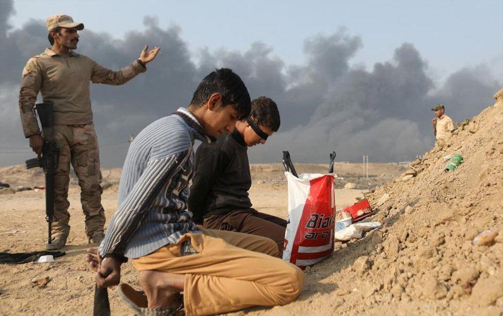 تصاویر : تلاش برای خاموش کردن چاه های نفت موصل