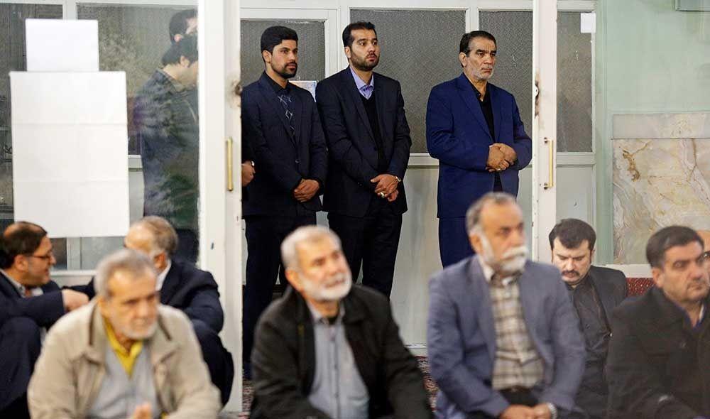 تصاویر : چهرهها در مراسم ترحیم والده محسن کوهکن