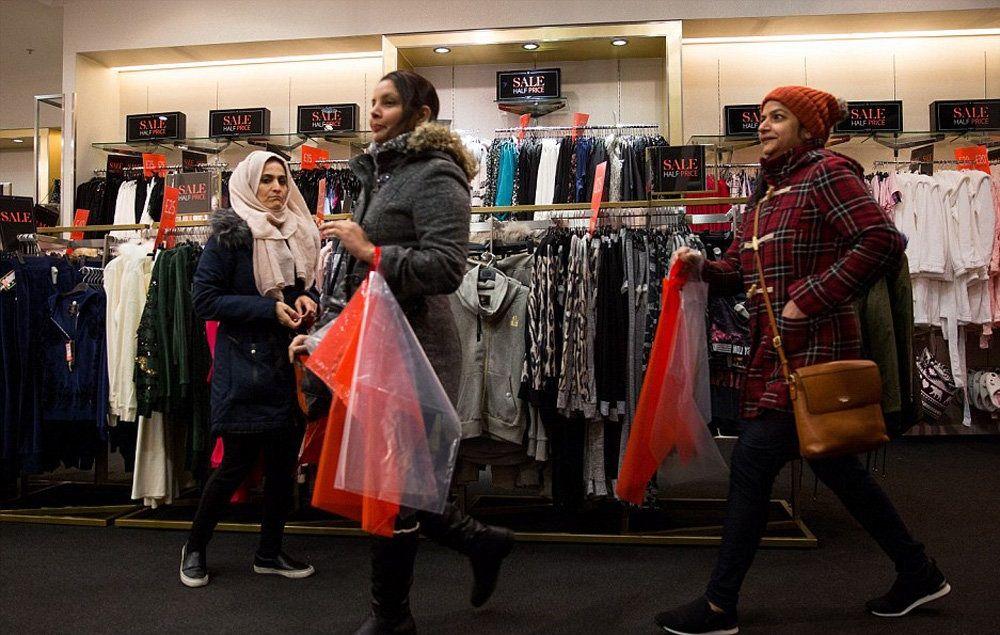 تصاویر : هجوم انگلیسیها برای خرید با تخفیف آخر سال